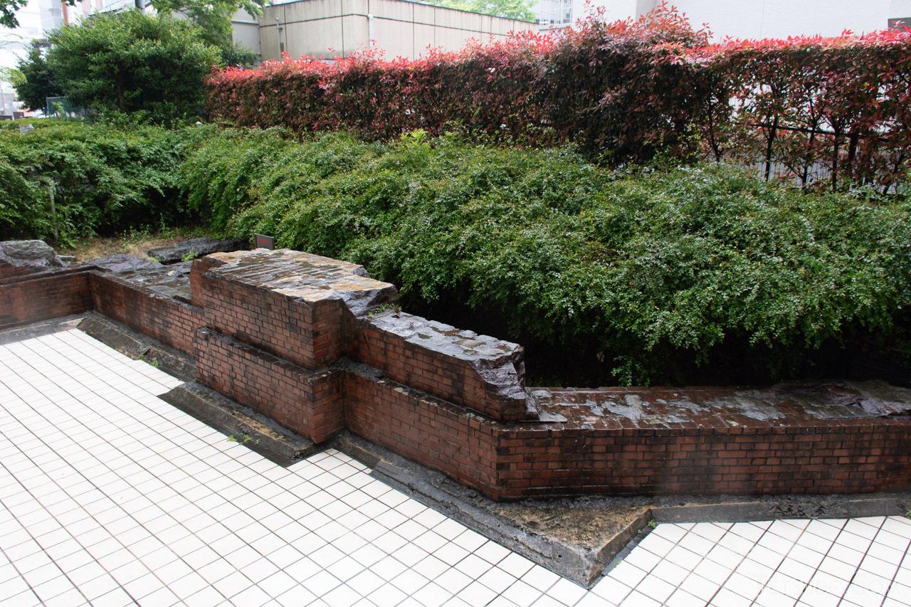 土台のみが保存されている、2代目の横浜駅駅舎