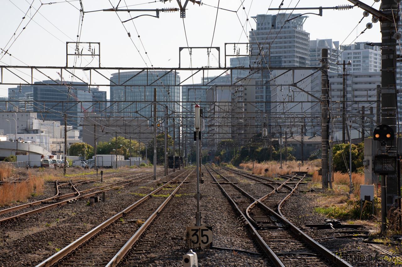 現在は信号場のような雰囲気となっている東高島駅