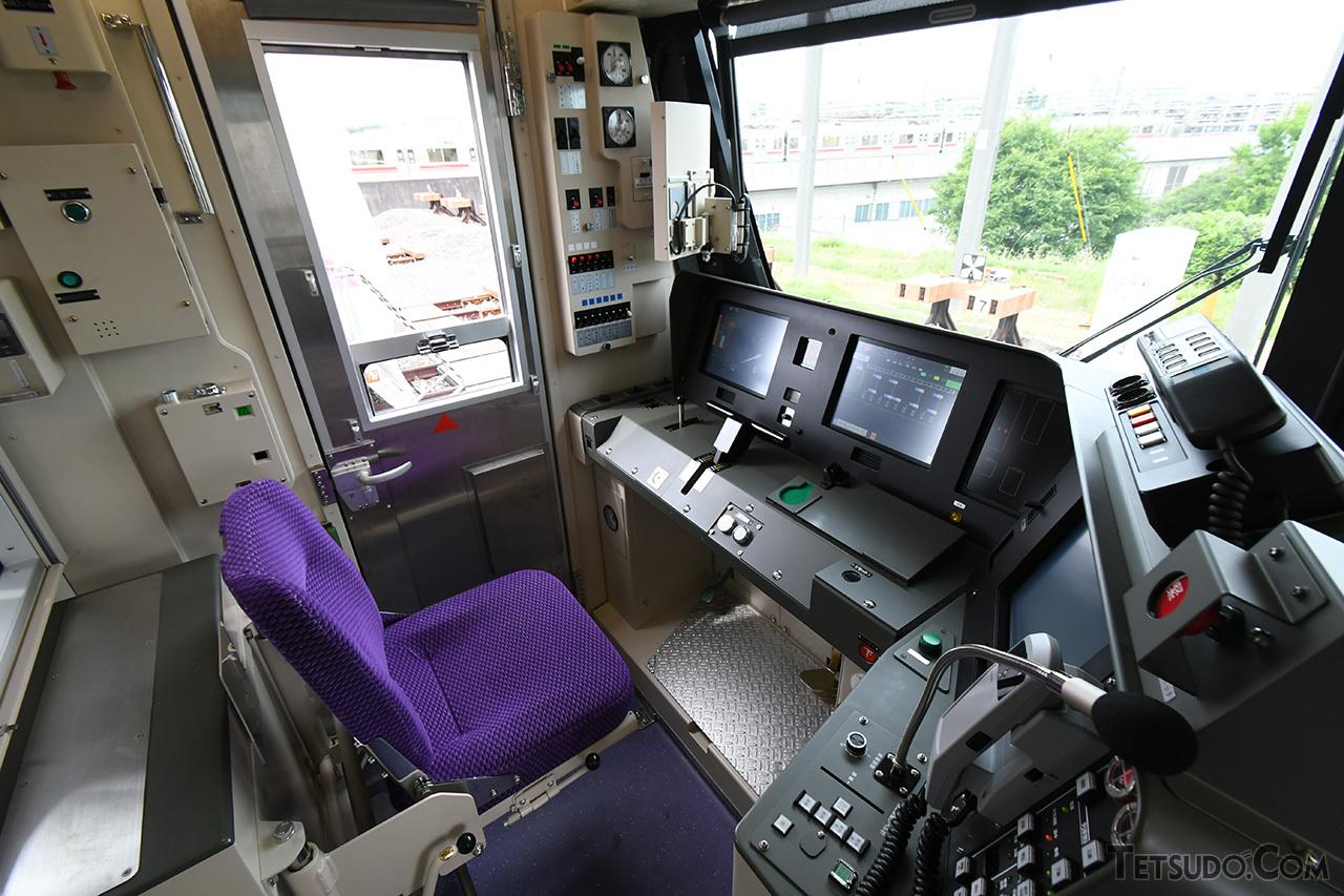 18000系の乗務員室