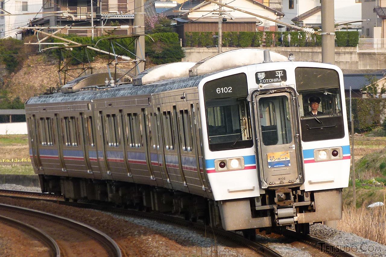 車両デザインが受け継がれた、JR四国の6000系