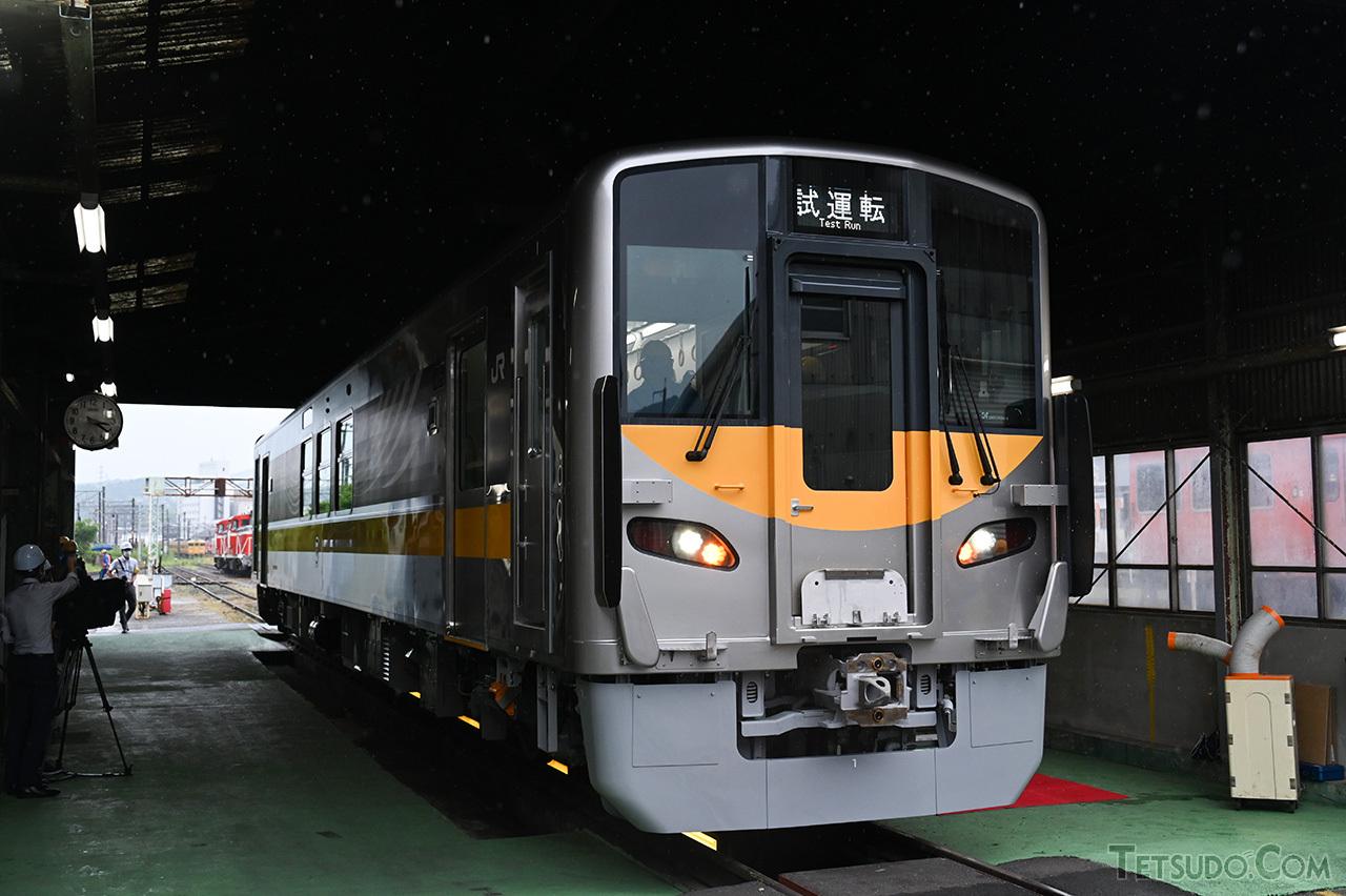JR西日本のDEC700