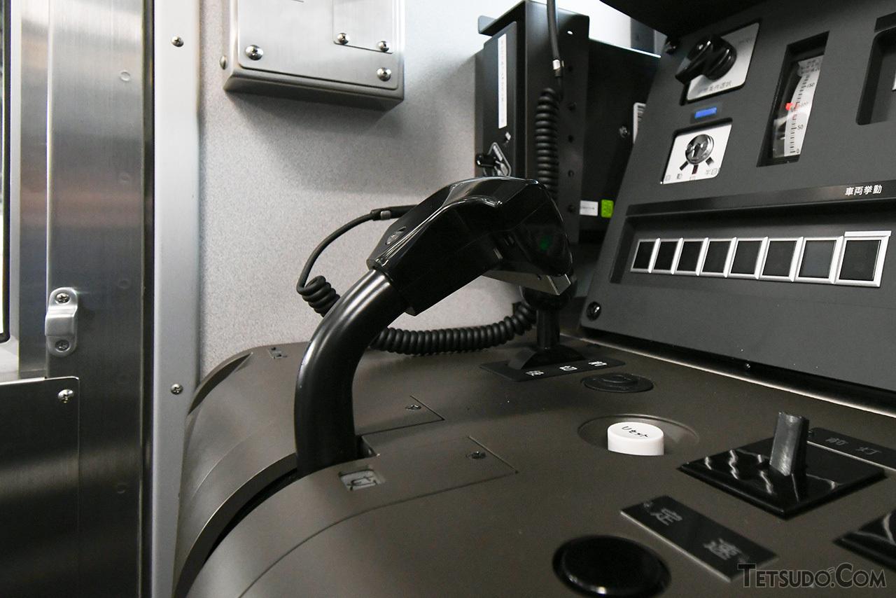 マスコンハンドルの裏面にあるのが、EB-N装置のスイッチ