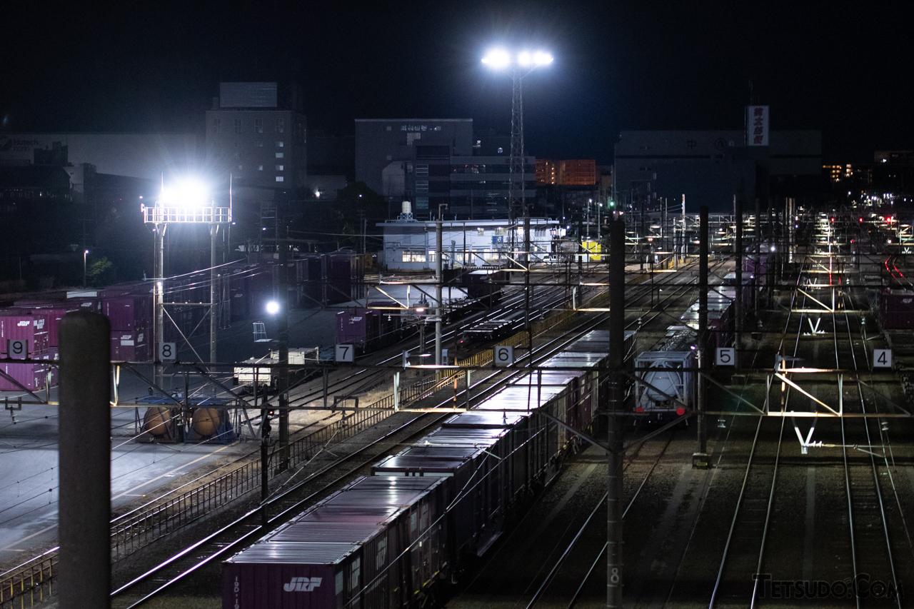 南越谷~越谷レイクタウン間にある越谷貨物ターミナル駅