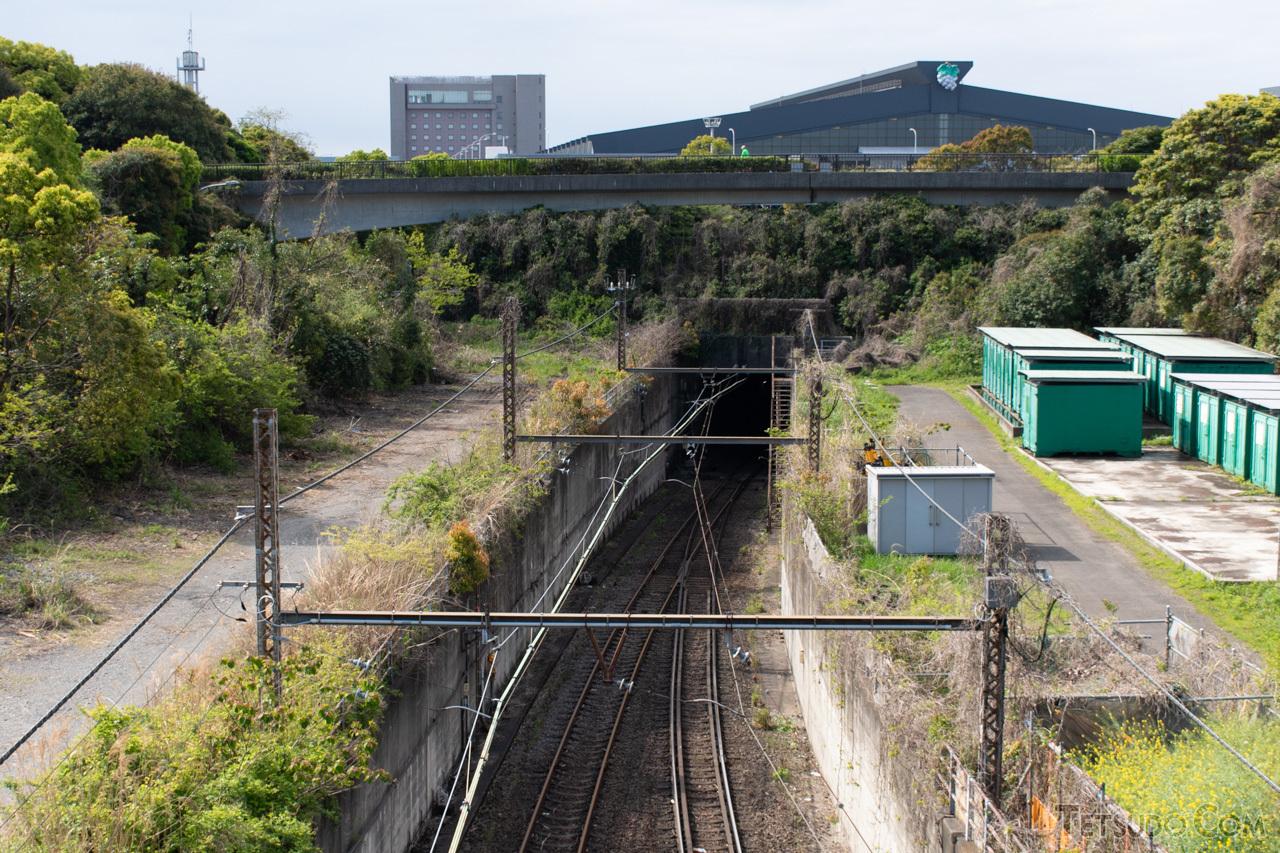 川崎貨物駅方面へ向かうトンネルの入口