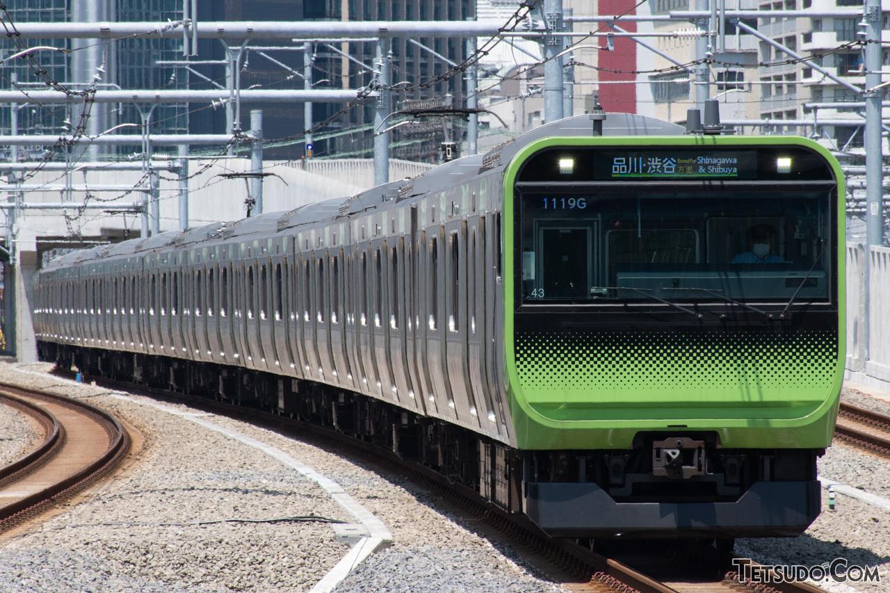 列車の先頭部から最後尾まで収める編成写真
