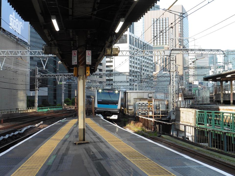 3・4番線ホーム北側の様子。ホームドアが未設置のため、入線してくる列車の様子がよく見えます。ホームドアは、京浜東北線にも設置。山手線のホームドア同様、2020年度第一四半期までに整備されます。