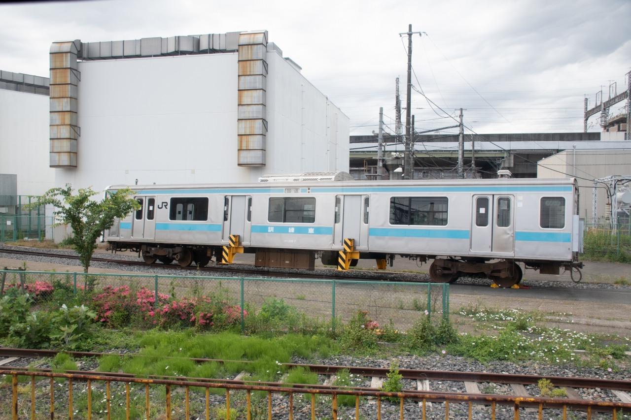 大宮駅付近に所在する車両整備工場、大宮総合車両センター。整備中の車両のほか、廃車になり脱線復旧訓練機材として使われる209系なども見られた。