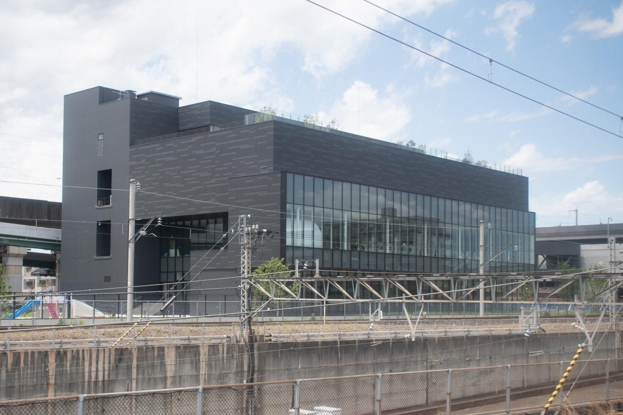 再び鉄道博物館の横を通過。写真の新館は、2018年7月にオープン予定だ。