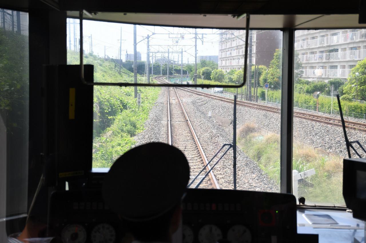 武蔵野線と別れ馬橋支線へ。右側に分岐しているのは、同じく武蔵野線の貨物支線である北小金支線。