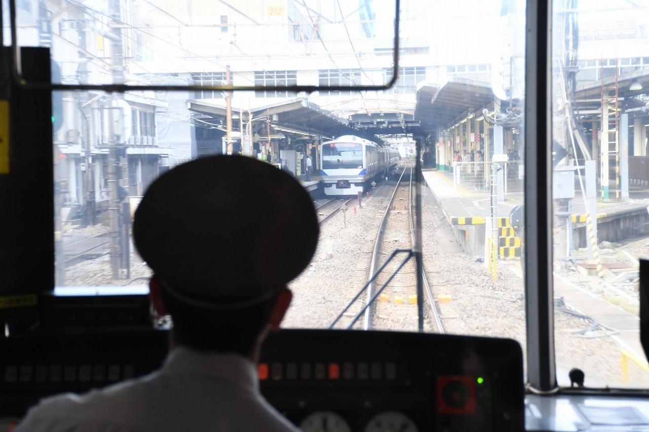 午前中に訪れた松戸駅を通過。