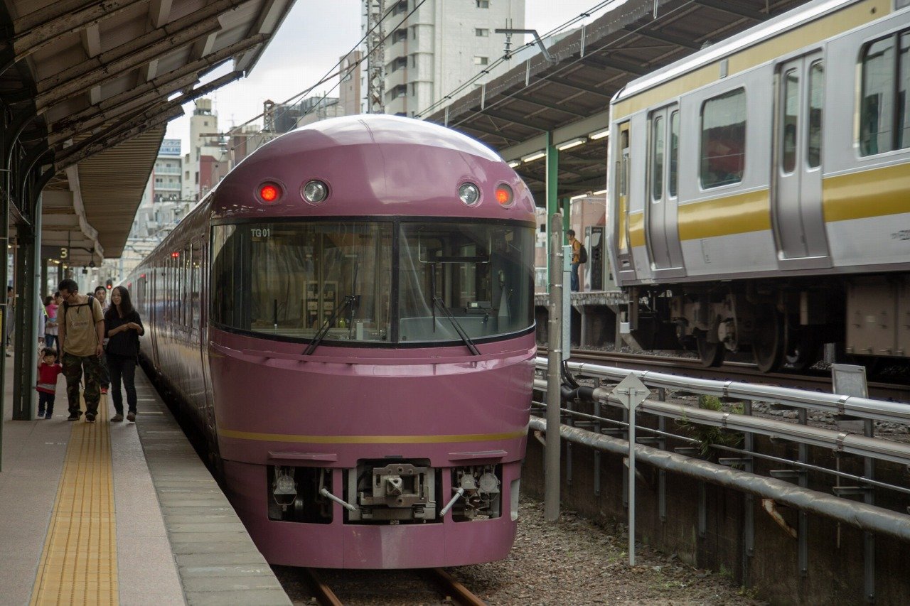 終点の両国駅に到着。貨物線ではないが、訪れる機会の少ない臨時ホームに入線した。