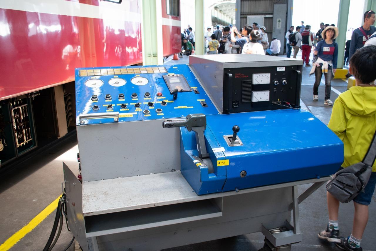 今回が初の開催だという空ノッチ操作体験。引退した2000形の機器類を使用した展示で、検査用のマスコンハンドルの操作により、制御器や断流器が動く様子が見られた。