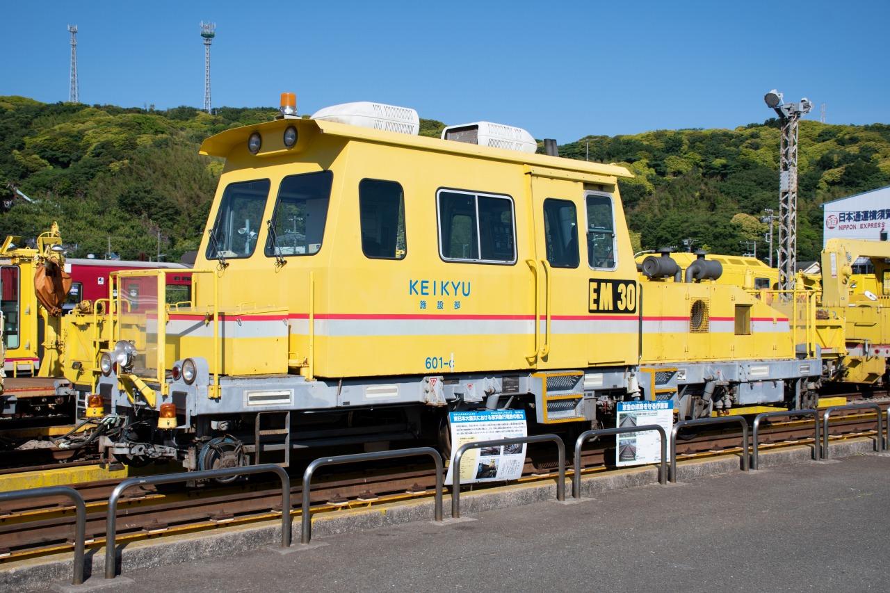 軌道検測車「EM-30」。2011年の東日本大震災では、東北新幹線の復旧支援のためにJRへ貸し出されたという。