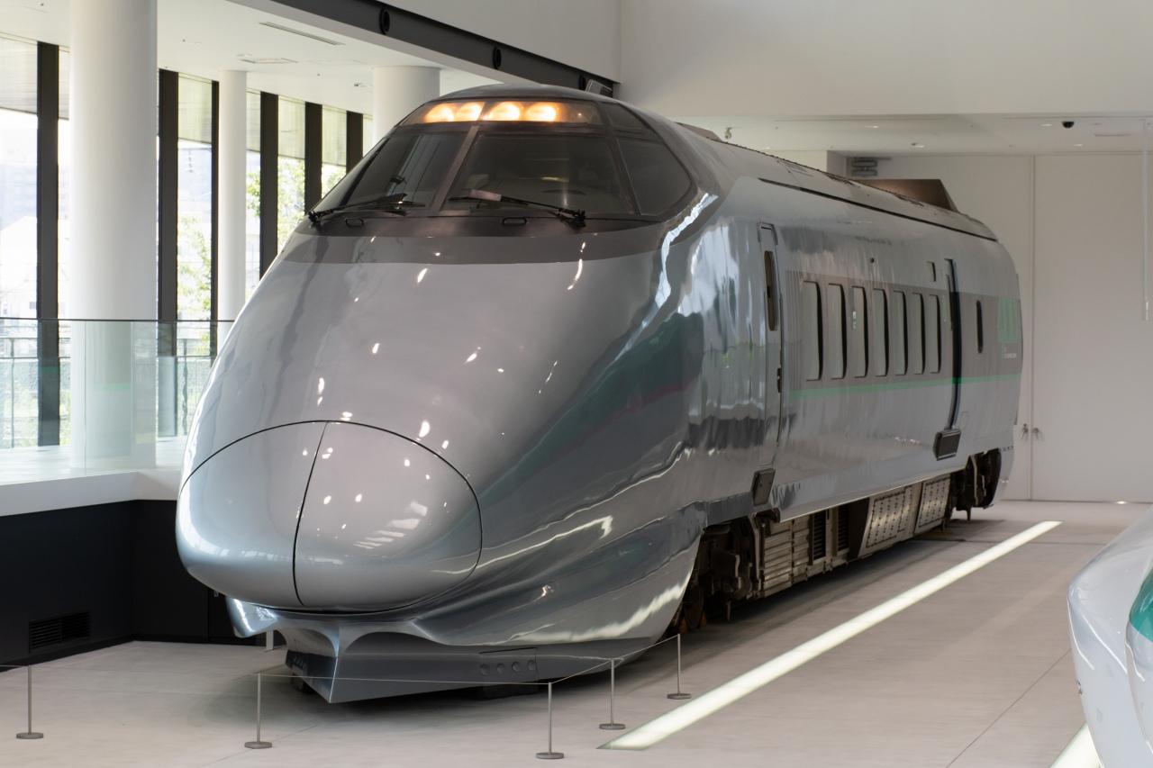 新幹線と在来線の直通運転を実現した400系。現在は1両が鉄道博物館(さいたま市)に展示されています