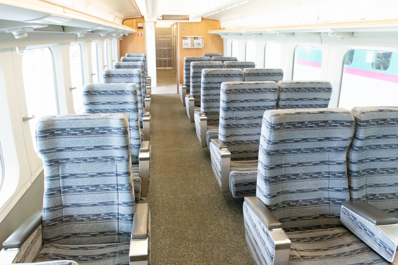客室部分は一般公開されるとのこと。こちらは鉄道博物館で唯一所蔵するグリーン車。現在山形新幹線で活躍するE3系と異なり、座席配置が1-2列となっています
