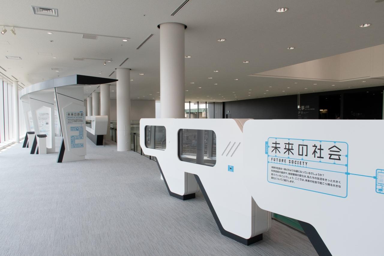 創造型ミュージアムと位置付ける未来ステーション。大きな展示物は無いですが、未来を体験し、考えることができるブースです