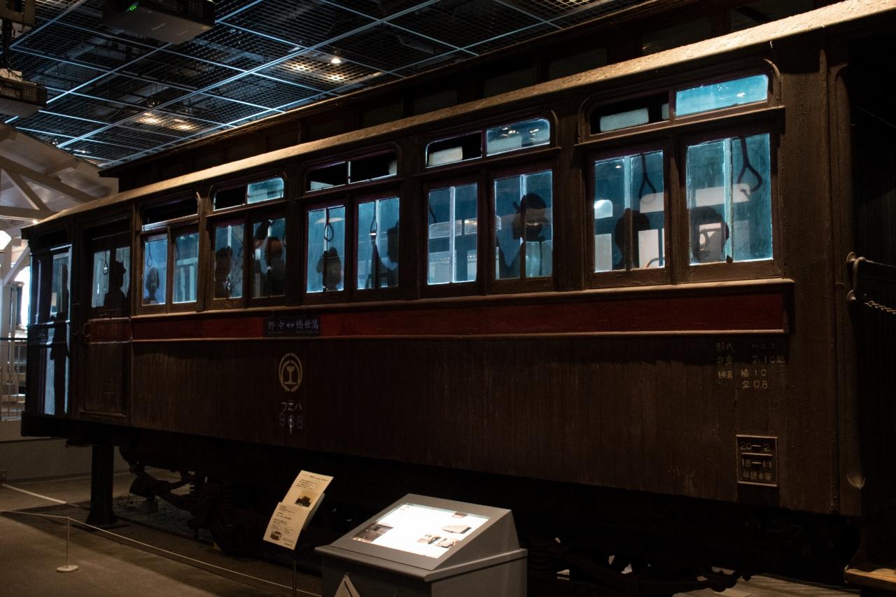 中央線の前身である甲武鉄道が製造した車両の末裔「ハニフ1」は、プロジェクションマッピングにより、かつて都心で活躍していた時代が再現されました