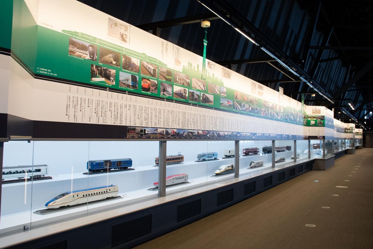 2階の歴史展示は、新館の歴史ステーションに集約。車両ステーションの展示は、模型も交えて解説する車両中心の歴史展示となりました