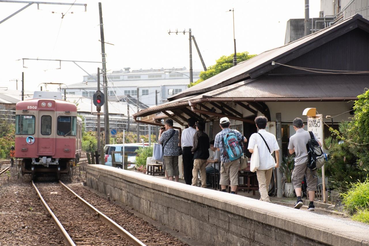 最後の停車駅、仲ノ町駅を出発。販売会の参加者はこちらで下車