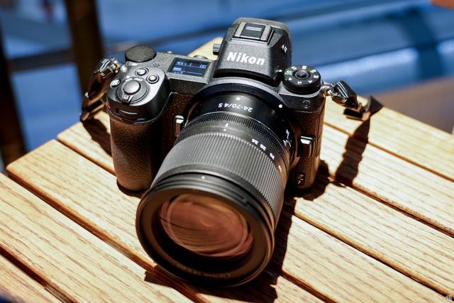ニコン初のフルサイズセンサ搭載ミラーレスカメラ「ニコン Z 7」