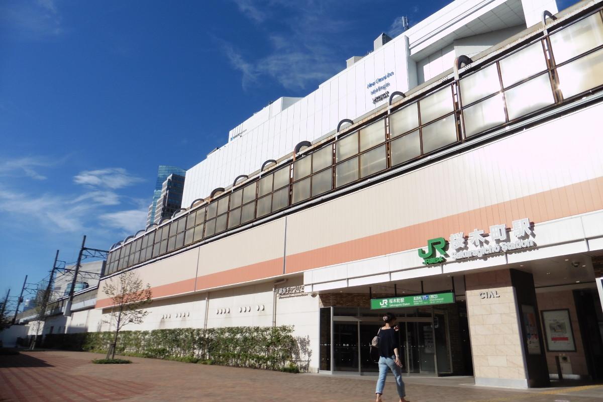 現在の桜木町駅。1989年に竣工しました。写真の北改札口は、2014年7月に開設。広場は、東急東横線の桜木町駅の跡地です。