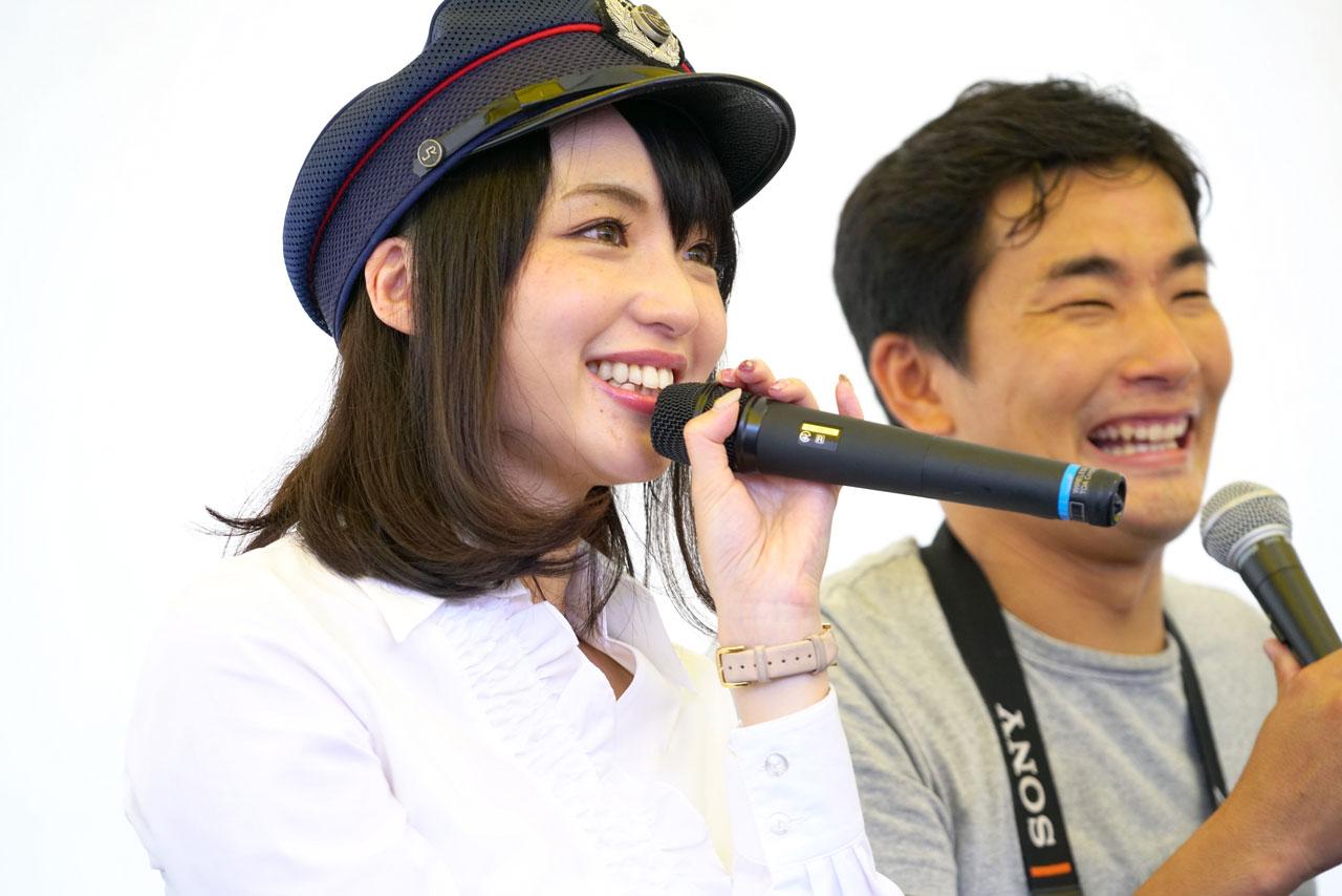 鉄道タレント 伊藤桃さん(左)と鉄道写真家 山下大祐氏
