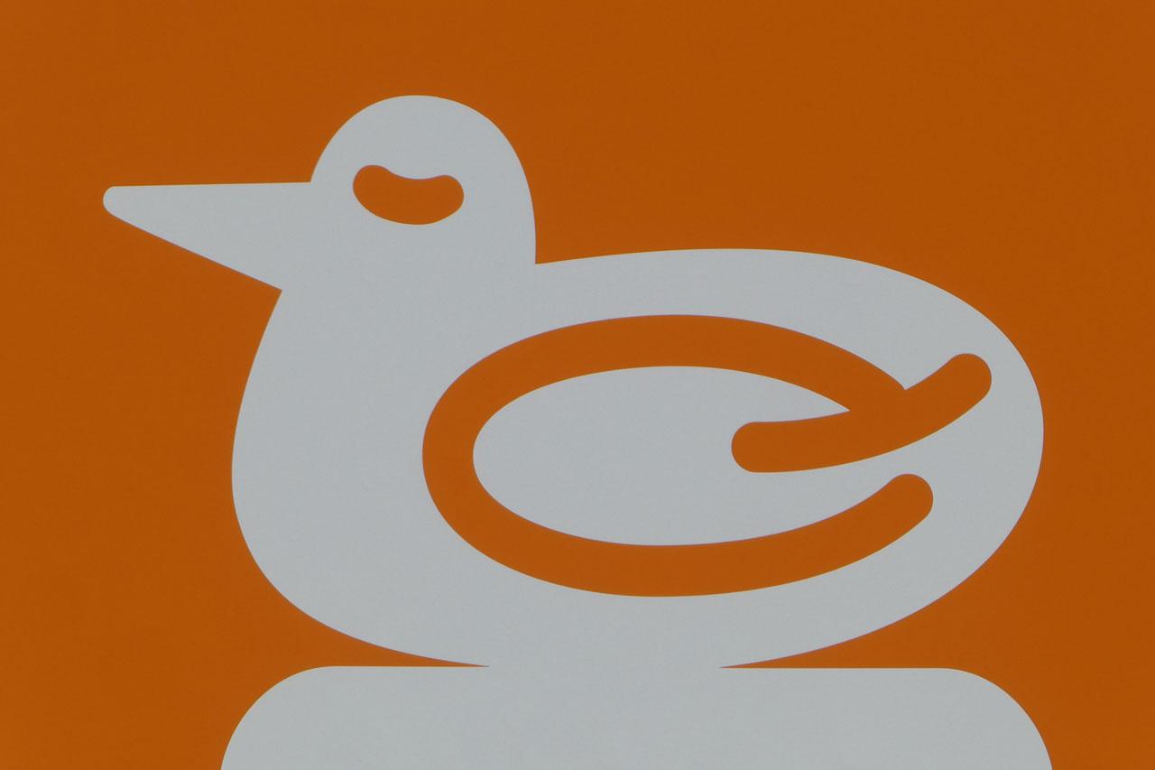 鳥の羽は「Q」をアレンジした遊び心に舌を巻く