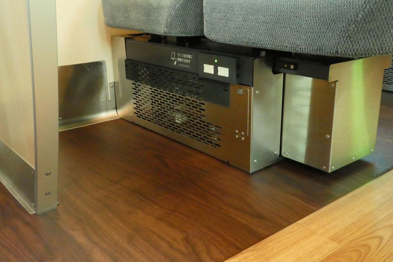 スマホやパソコンなどの充電に使えるコンセントは、Q SEAT設定時のみ使用可