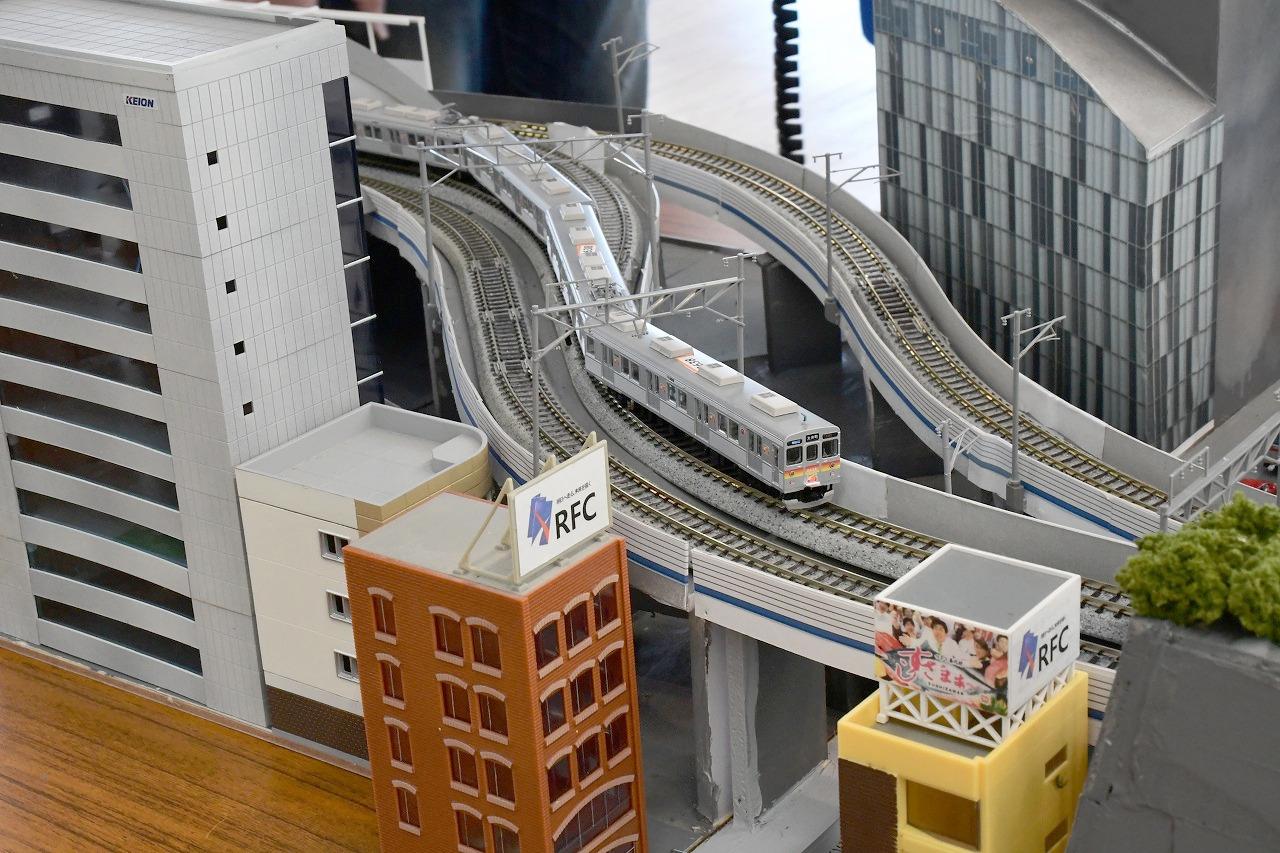 二子玉川駅付近。線路の向きは現実と異なりますが、雰囲気は存分に伝わります