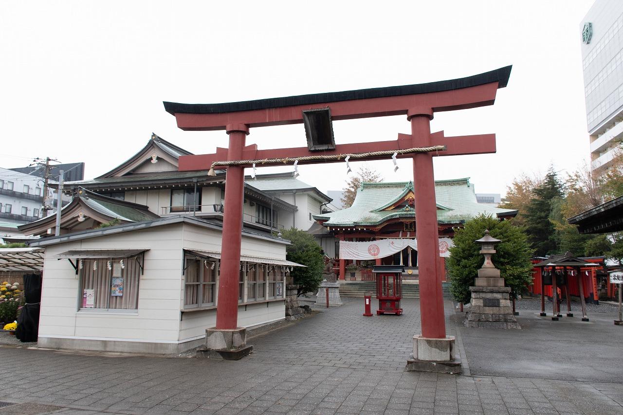 大田区の穴守稲荷神社。現在の神社は、強制退去後に移設されたものです