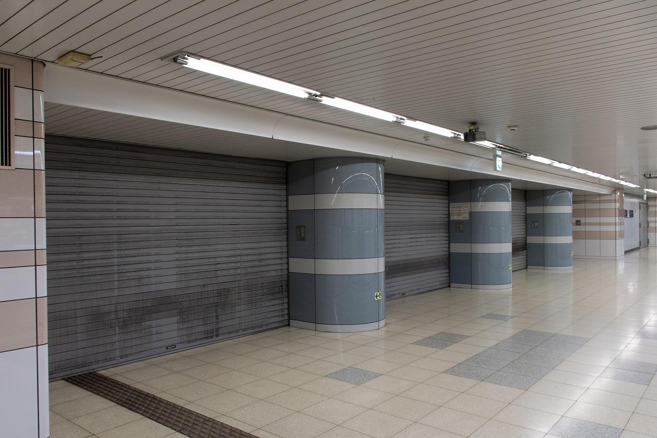 東京モノレール天空橋駅下りホームに設けられた、京急線との連絡通路。現在は朝ラッシュ時のみの開放ですが、1991年当時は全時間帯で営業していました