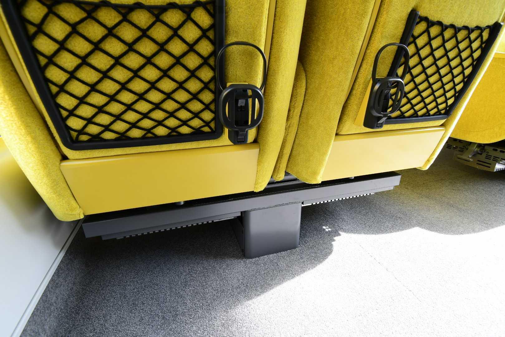 Laviewの座席下は柱があるだけのスッキリしたもの。足を十分に伸ばせます