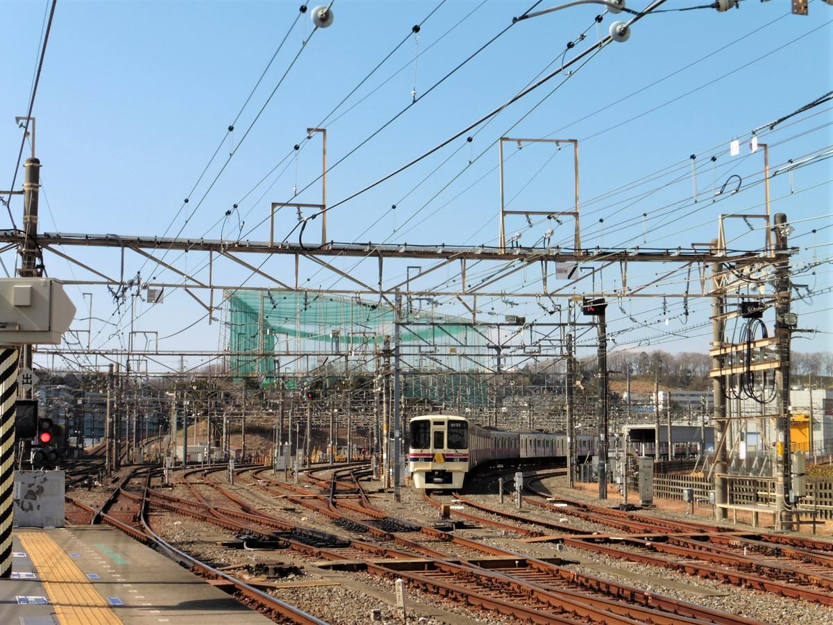 若葉台車両基地。京王電鉄最大の規模を誇ります。