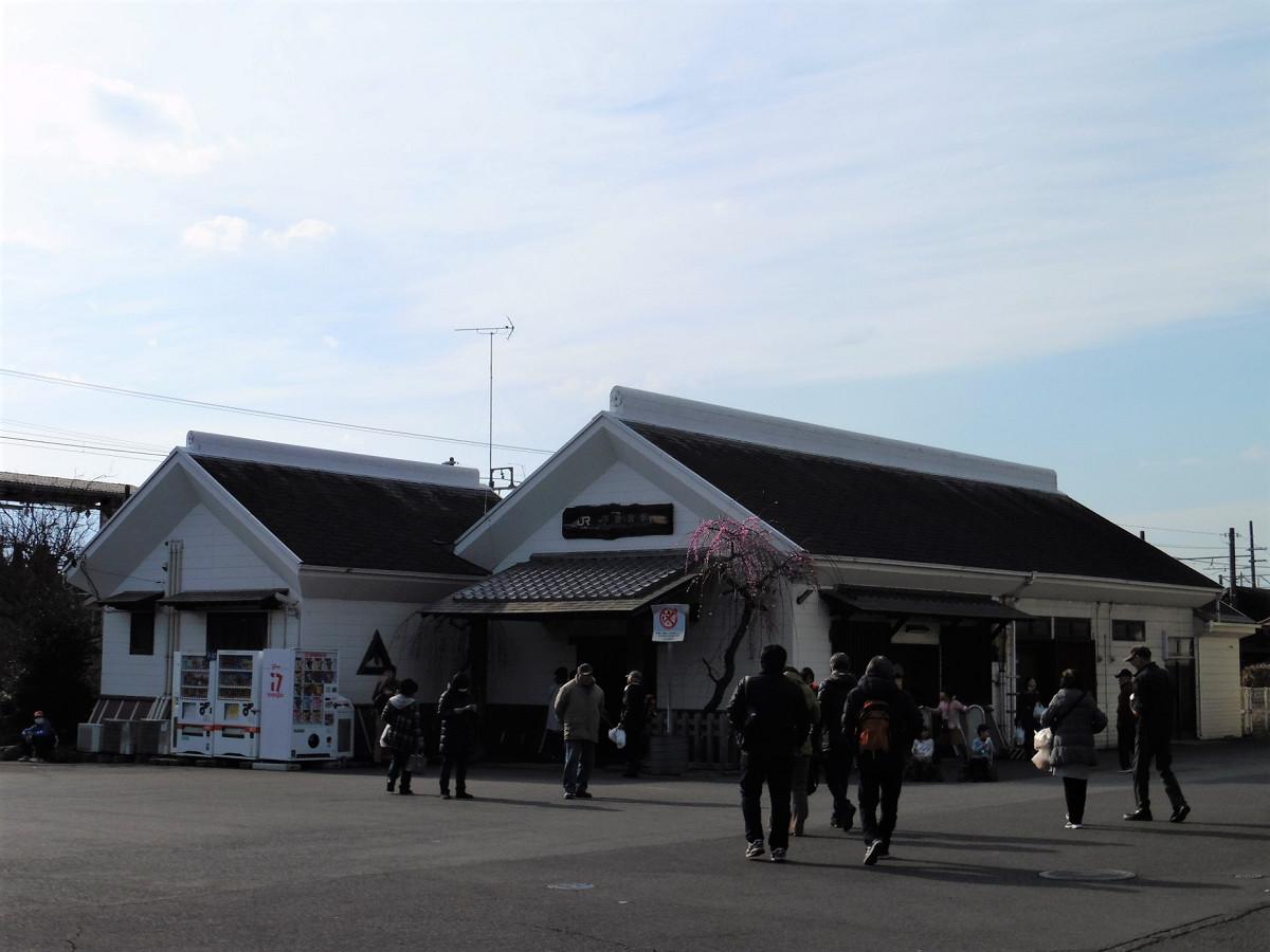 曽我梅林の最寄り駅としても知られる下曽我駅。梅まつり期間中は、同駅の利用者が増えます。2019年の梅まつりは3月3日まで開催。