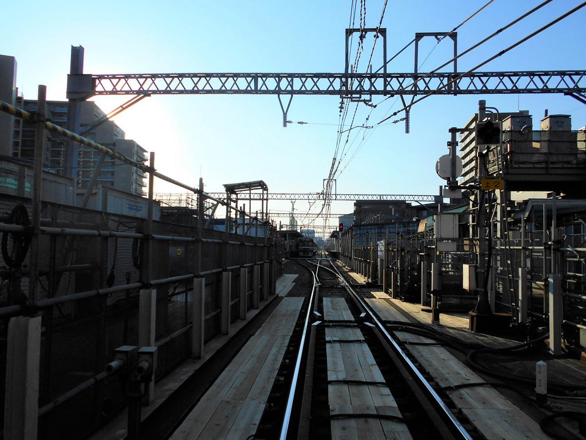 【ビフォー】産業道路第1踏切から見た産業道路駅(地上駅)。分岐器、ホームなどを見ることができました。