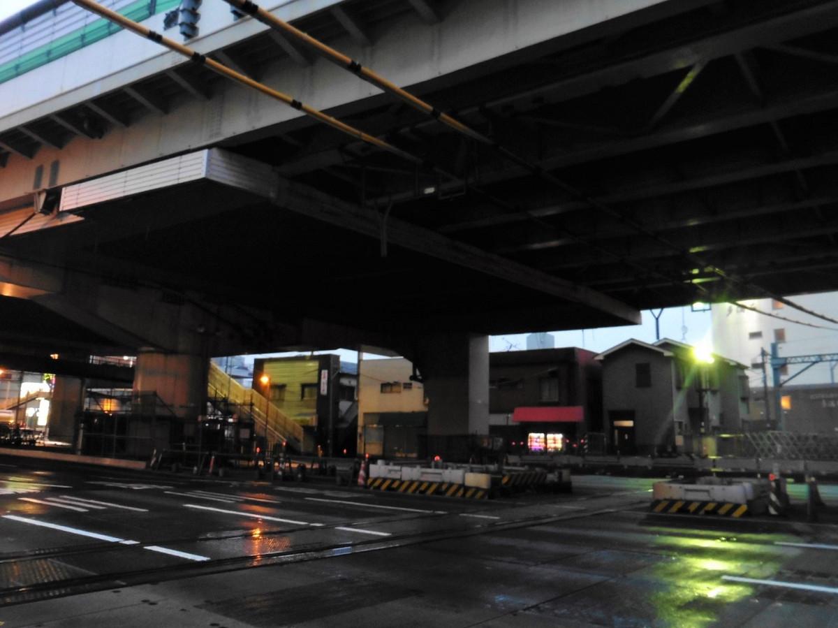 【アフター】地下線切り替えにより、踏切も廃止。当踏切をなくし、産業道路の交通渋滞を解消することが、連続立体交差事業の要点の一つでした。