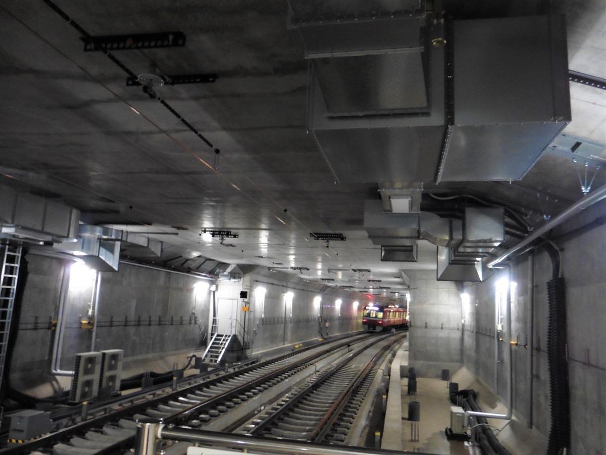 小島新田方面(地下線)。今回の工事で、産業道路~小島新田間の複線化も行われ、大師線全区間が複線になりました。