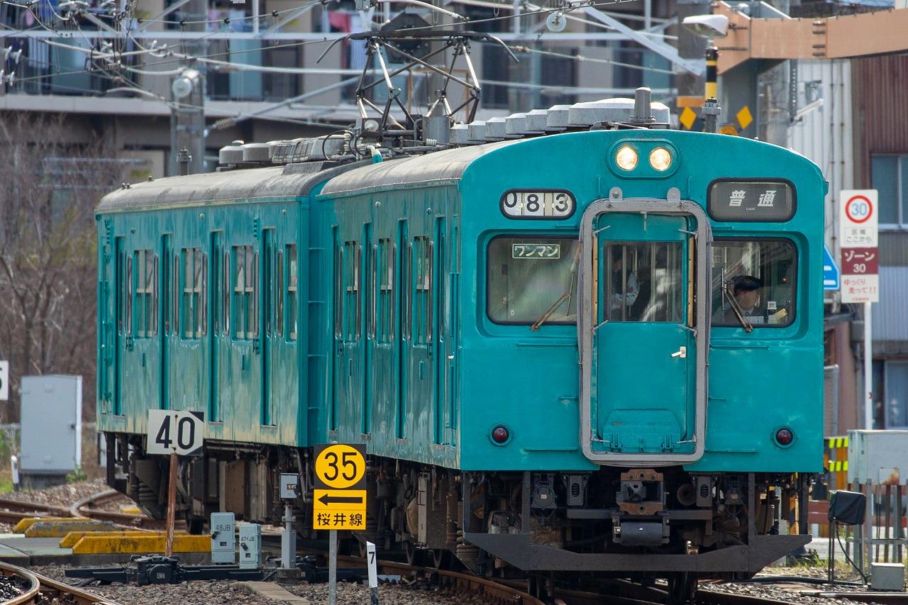 同じく万葉まほろば線の105系。1枚目の写真と同じ形式ですが、こちらは関東での活躍時代の顔を残す、人気の高い車両です