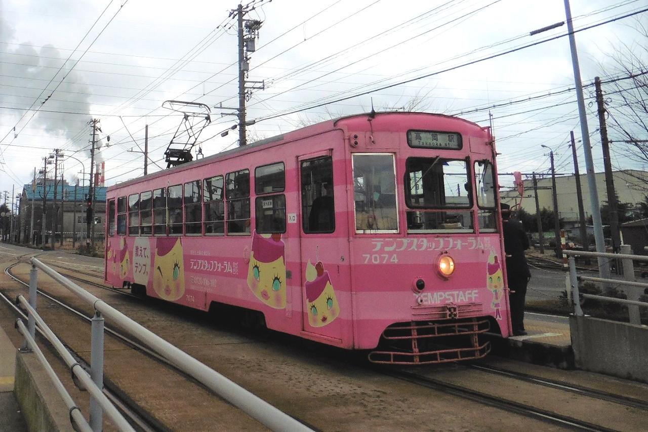富山県を走る万葉線の車両