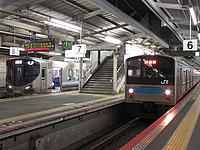 train, platform, station, track, building, indoor, ceiling, pulling, subway, stopped, highway