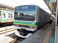 train, transport, platform, track, station, outdoor, green, stopped, day