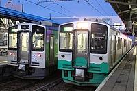 train, sky, track, outdoor, platform, land vehicle, station, vehicle, transport, text, public transport, stopped