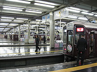 building, indoor, station, platform, ceiling, subway, land vehicle, train, stopped