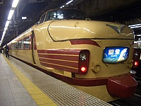 train, platform, station, land vehicle, vehicle, transport, car, pulling, stopped