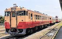 train, sky, track, outdoor, transport, rail, land vehicle, vehicle, locomotive, traveling, railroad, day