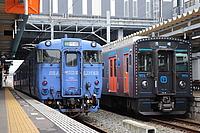 building, train, track, outdoor, railroad, transport, station, rail, land vehicle, vehicle, platform, locomotive, blue, pulling