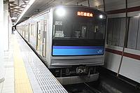 train, platform, station, indoor, ceiling, text, land vehicle, vehicle, subway, public transport, computer