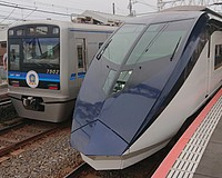 track, land vehicle, vehicle, station, platform, train